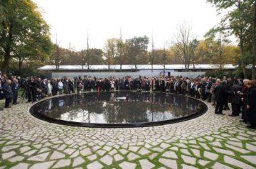 DEU, Deutschland, Germany, Berlin, 24.10.2012: Feierliche Einweihung des Denkmals für die im Nationalsozialismus ermordeten Sinti und Roma Europas gegenüber dem Reichstag.