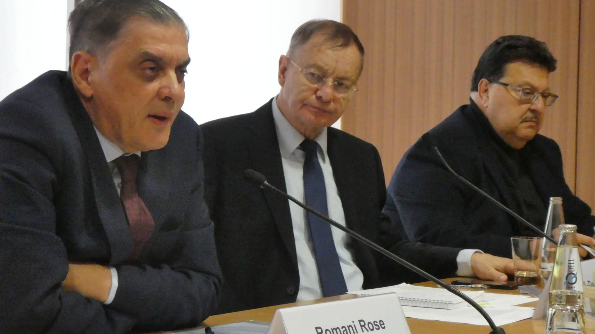 v.l. : Romani Rose, Professor Hajo Funke, Jacques Delfeld © Zentralrat Deutscher Sinti und Roma