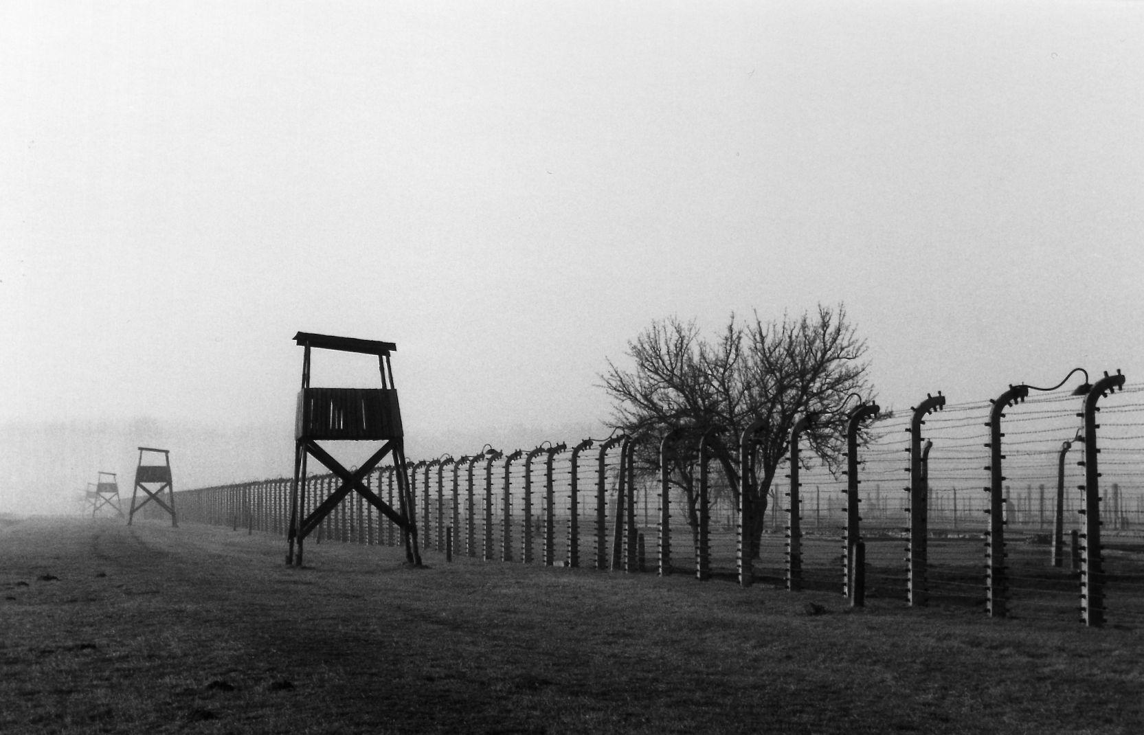 Wachtürme im ehemaligen Vernichtungslager Auschwitz-Birkenau. © Frank Reuter