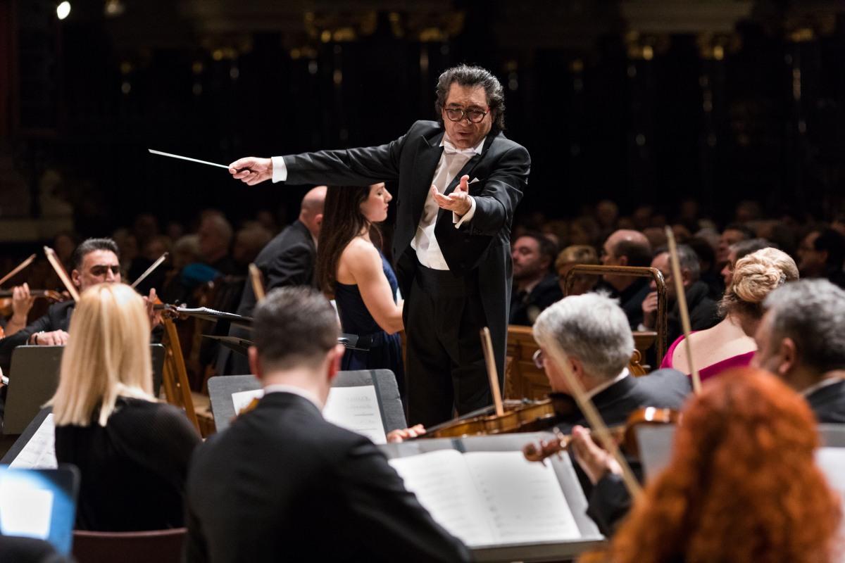 Dirigent Riccardo M Sahiti © Benjamin Renter / Zentralrat Deutscher Sinti und Roma